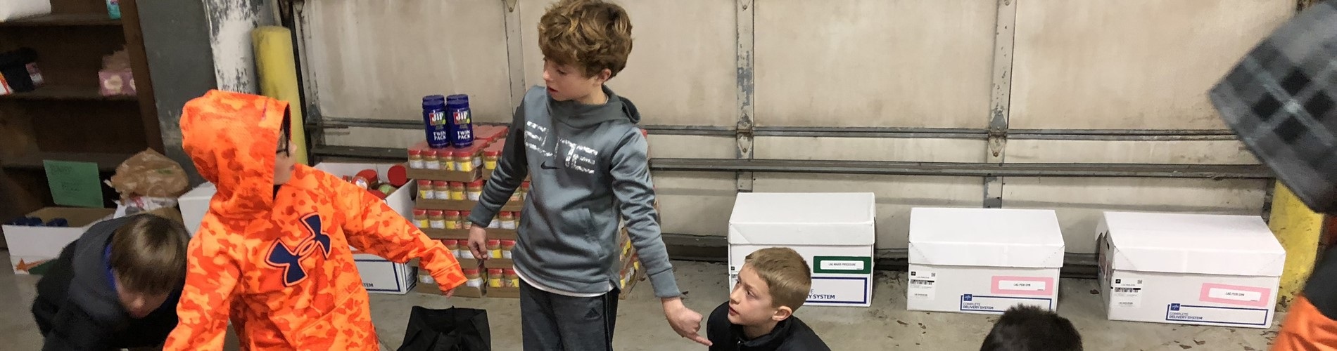 4th grade bball team helps with canned food drive